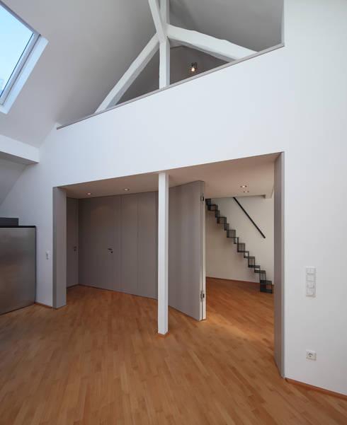 Privatwohnung Düsseldorf Oberkassel:  Flur & Diele von raumkontor Innenarchitektur Architektur