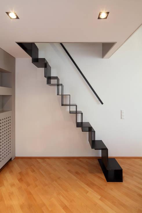 Privatwohnung Düsseldorf Oberkassel: moderner Flur, Diele & Treppenhaus von raumkontor Innenarchitektur Architektur