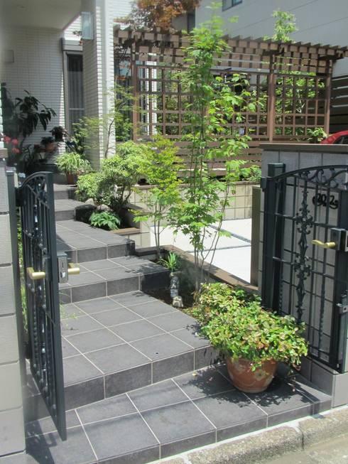 木漏れ日の庭: 空間工房 欅が手掛けた庭です。