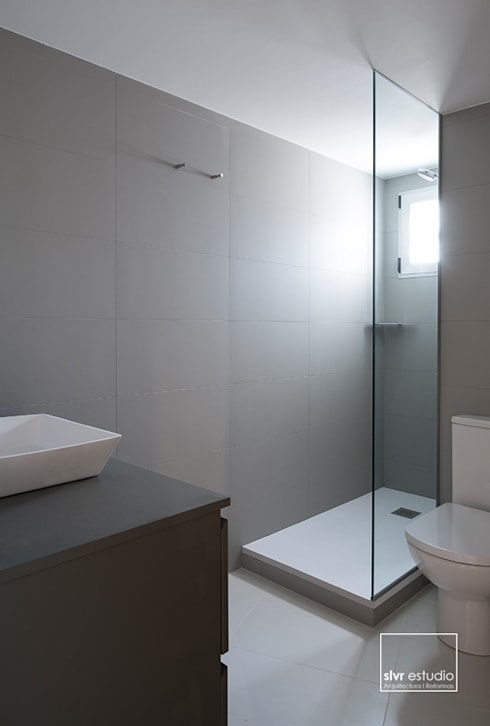 minimalistic Bathroom by slvr estudio