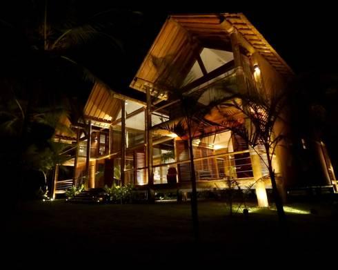 Casa em Boipeba: Casas campestres por MM8 Arquitetura e Interiores