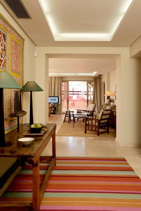 HOTEL ABAMA, Tenerife. Suites: Pasillos y vestíbulos de estilo  de RAFAEL VARGAS FOTOGRAFIA SL