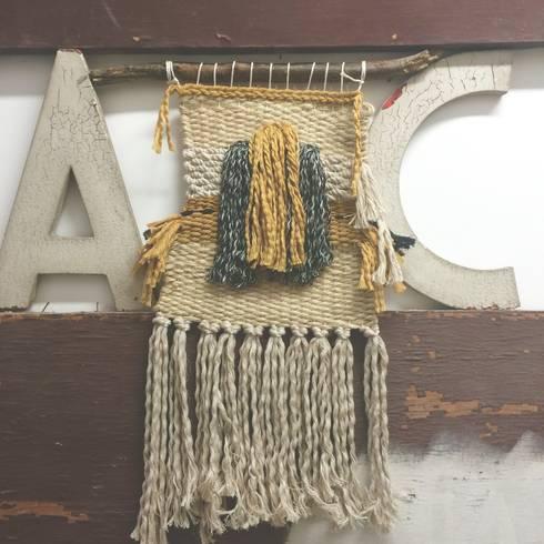 Tapiz pequeño.: Paredes y suelos de estilo rural de Meublé