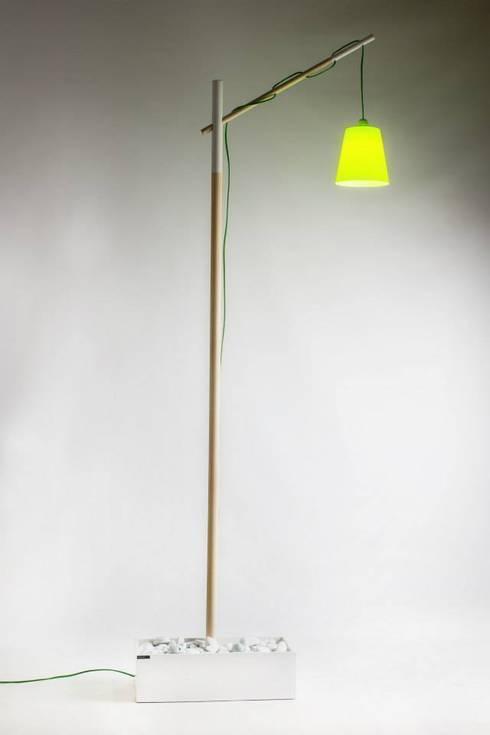 Streetlight: Soggiorno in stile in stile Minimalista di antoniolaidesign