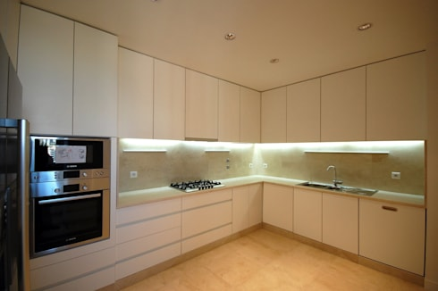 Apartamento em Algés: Cozinhas modernas por Borges de Macedo, Arquitectura.