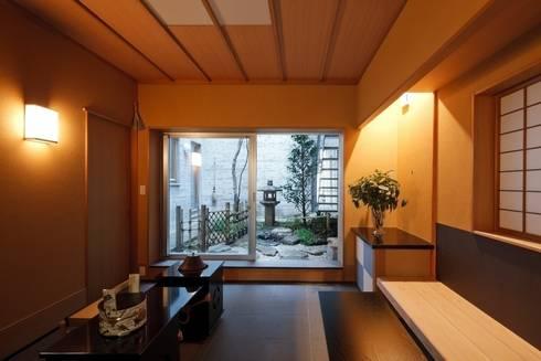 土間: 忘蹄庵建築設計室が手掛けた和室です。