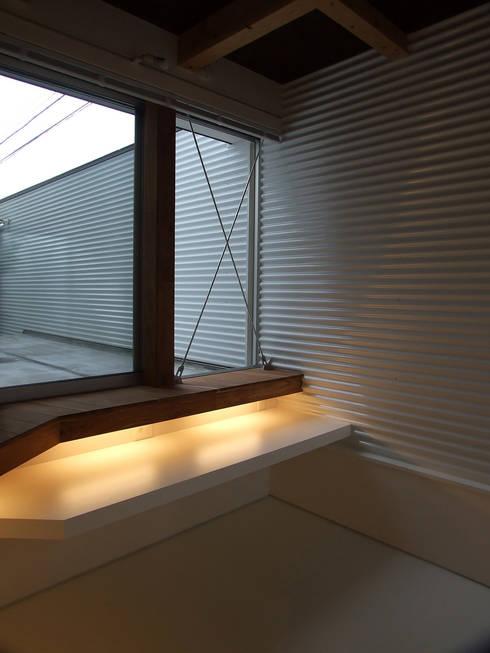 趣味室: 岩瀬隆広建築設計が手掛けた和室です。