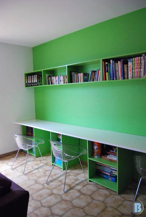 Rayonnage et plateau bureau avec rangements: Bureau de style de style eclectique par Batbau'bio