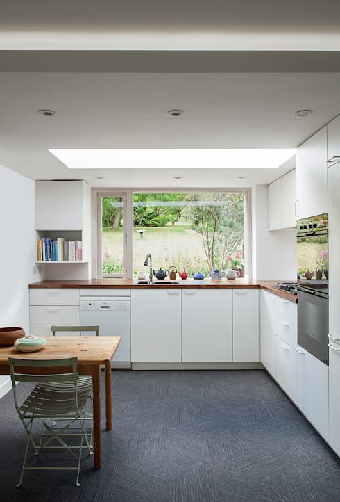 Private House in Epsom, Surrey:  Kitchen by Francesco Pierazzi Architects