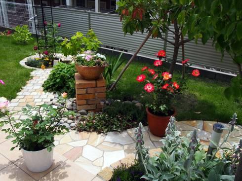 横浜市 T様邸 ガーデンリフォーム 隅々まで散策出来る庭: 有限会社 KI・KO・RI GARDEN DESIGNが手掛けたです。