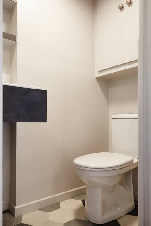 Carrelage hexagonal / Espace Toilettes : Salle de bains de style  par Fella DESPRES, Décoration D'intérieur.