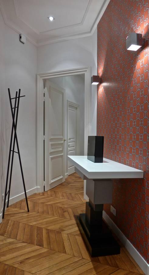 D coration d 39 un appartement haussmannien paris par fella for Papier peint entree sombre