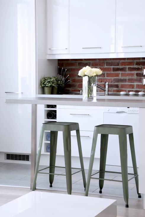 Aménagement d'un appartement de 60m² - Nanterre: Cuisine de style  par MadaM Architecture