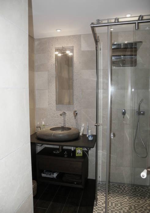 Salle de bain du fils: Salle de bains de style  par I.D.E.E