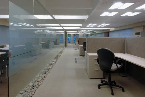 Oficina en Catalinas: Oficinas y Tiendas de estilo  por Estudio Sespede Arquitectos