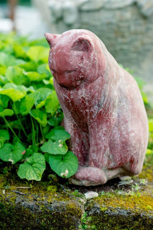 il gatto rosso: Giardino in stile  di il giaggiolo sas