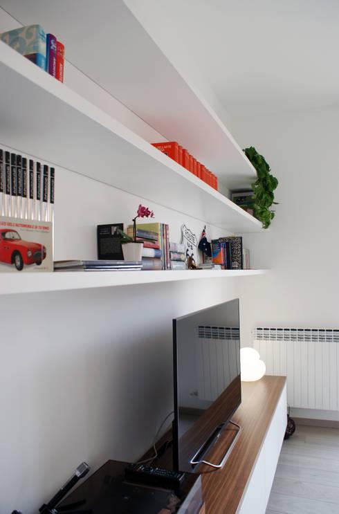 Valentina Cassader, Casa privata a Bergamo, 2014: Soggiorno in stile  di Valentina Cassader