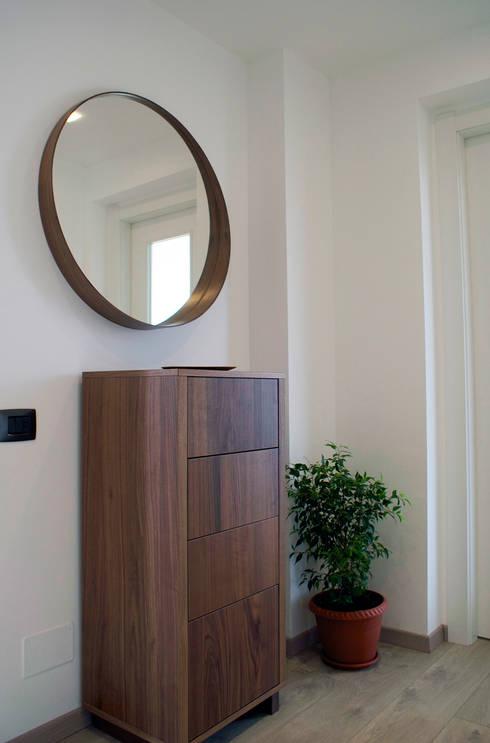Couloir, entrée, escaliers de style de style Moderne par Valentina Cassader