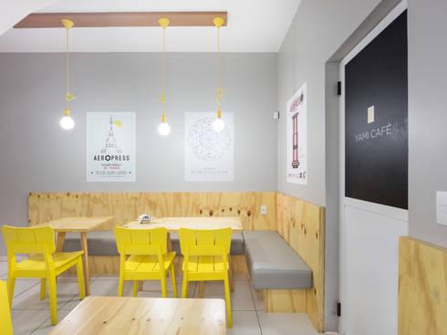 Yami Café: Espaços gastronômicos  por Kali Arquitetura