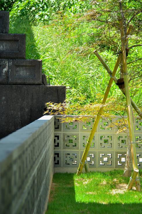 日並郷の家: 株式会社アトリエカレラが手掛けた庭です。