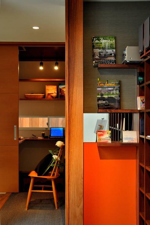日並郷の家: 株式会社アトリエカレラが手掛けた和室です。