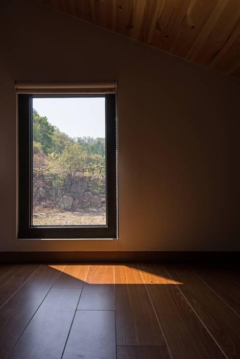 西景答家 서경답가: KAWA Design Group의  창문