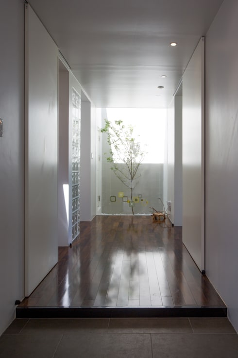 箱庭: 建築工房 亥が手掛けた廊下 & 玄関です。