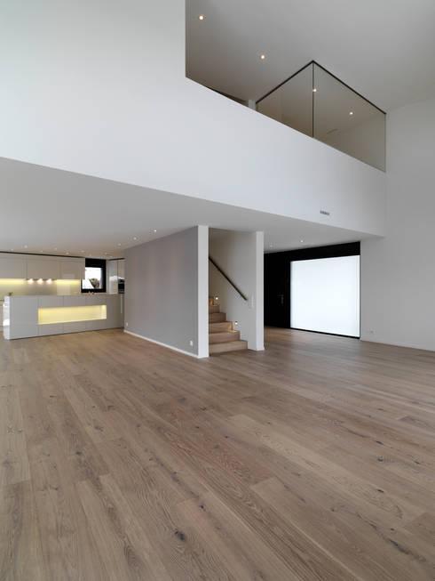 Einfamilienhäuser Weizenacher, Zumikon: moderne Wohnzimmer von René Schmid Architekten AG