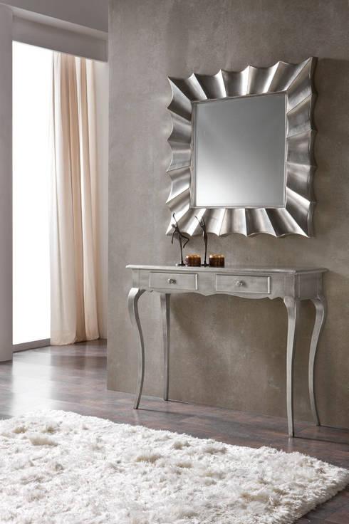 Consola con espejo Dugar Home: Vestíbulos, pasillos y escaleras de estilo  de DECORSIA HOME,S.L.