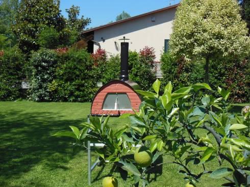 Pizzone forno a legna per 3 4 pizze di pizza party homify for Forno a legna 4 pizze