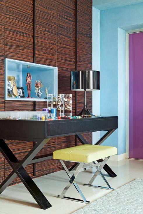 Angolo Studio: Studio in stile in stile Eclettico di PDV studio di progettazione