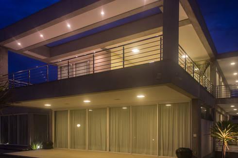 Casa CSP: Casas modernas por PJV Arquitetura