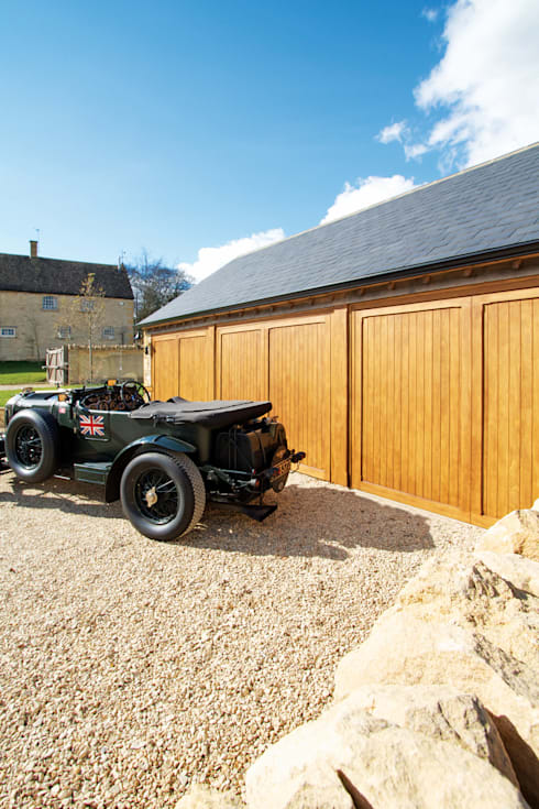 Garage / Hangar de style  par The Garage Door Centre Limited