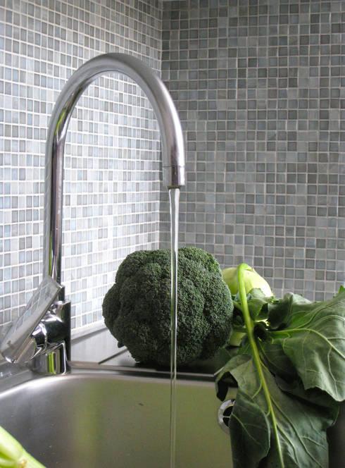 Kuchnia - zlew i mozaika: styl , w kategorii Kuchnia zaprojektowany przez DoMilimetra