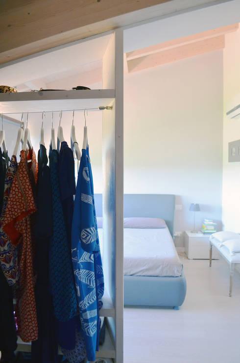 DOSER CASAMIA: Camera da letto in stile  di Doser S.p.A.