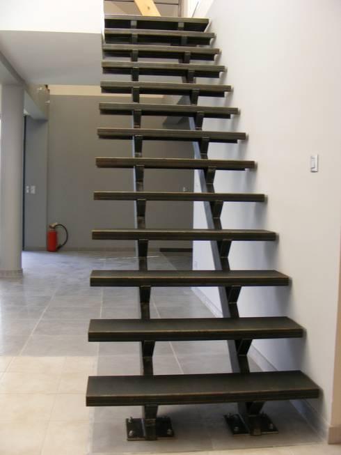 escalier en acier par metal brut homify. Black Bedroom Furniture Sets. Home Design Ideas