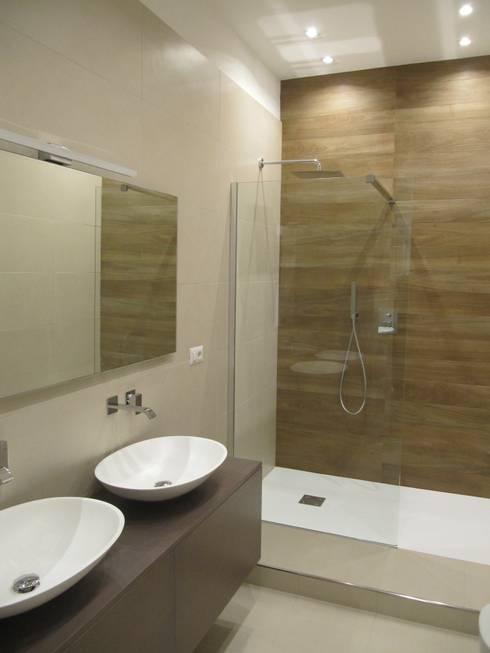 Progetto appartamento in Milano - 2015: Bagno in stile in stile Moderno di Cozzi Arch. Mauro
