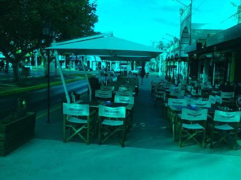 Sombrilla lateral cuadrada: Oficinas y locales comerciales de estilo  por EL MAITEN