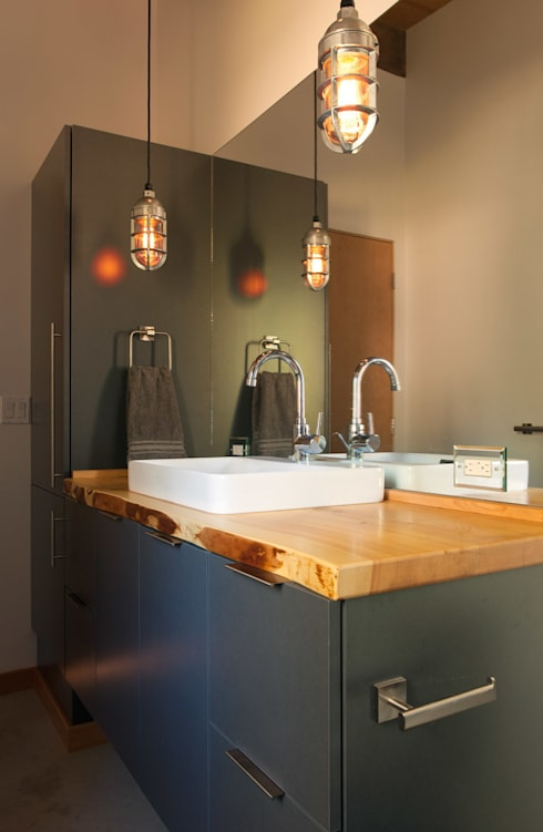 Camp Hammer: modern Bathroom by Uptic Studios