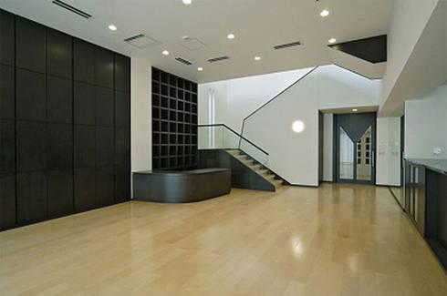 リビング: 株式会社 間瀬己代治設計事務所が手掛けたリビングです。