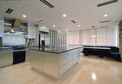 キッチン&ダイニング: 株式会社 間瀬己代治設計事務所が手掛けたキッチンです。