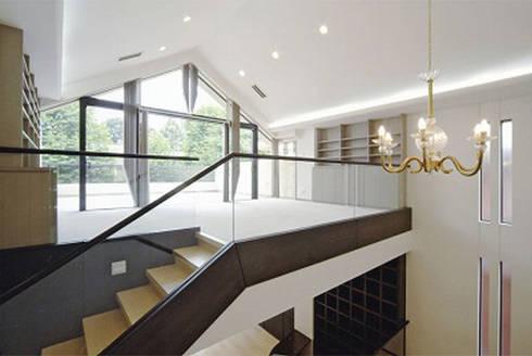書斎: 株式会社 間瀬己代治設計事務所が手掛けた和室です。