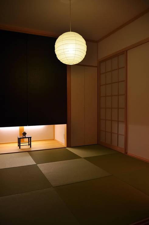 黒川の家: 株式会社アトリエカレラが手掛けた和室です。