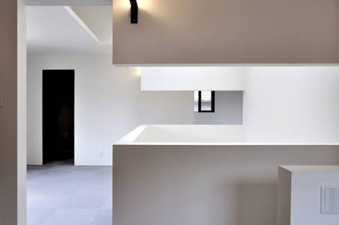 若竹の家: 株式会社アトリエカレラが手掛けた廊下 & 玄関です。