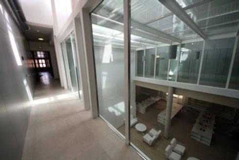 : Escuelas de estilo  de Gomez-Ferrer arquitectos