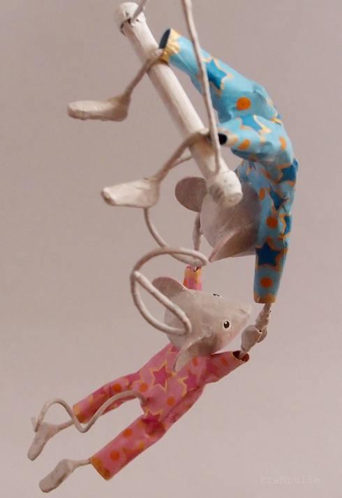 """Mobile papier mâché petites souris trapézistes, le duo """"Mis-Mis"""": Art de style  par FraNbulle"""