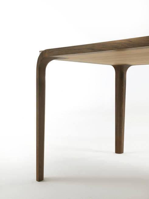 Tombolo: Sala da pranzo in stile in stile Moderno di _blank | design studio