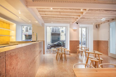 Adega dos Canários: Espaços de restauração  por TERNULLOMELO Architects