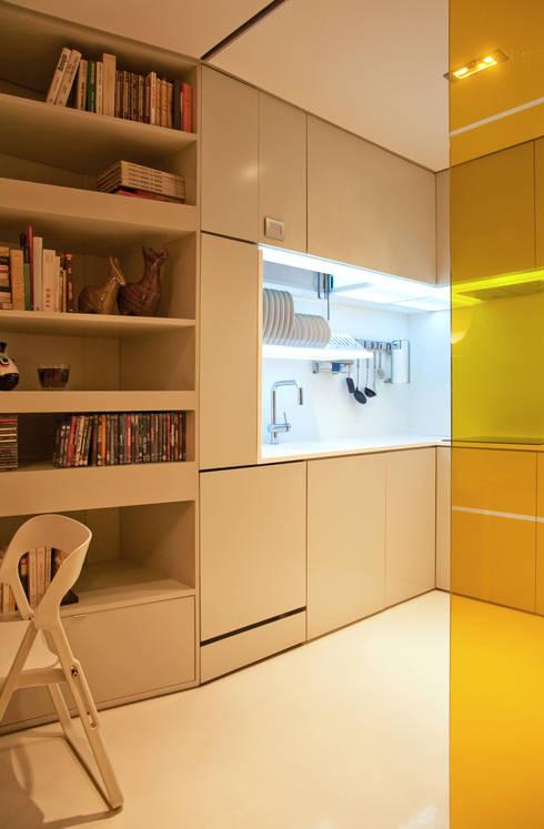 Closet House: Cozinhas modernas por Consexto