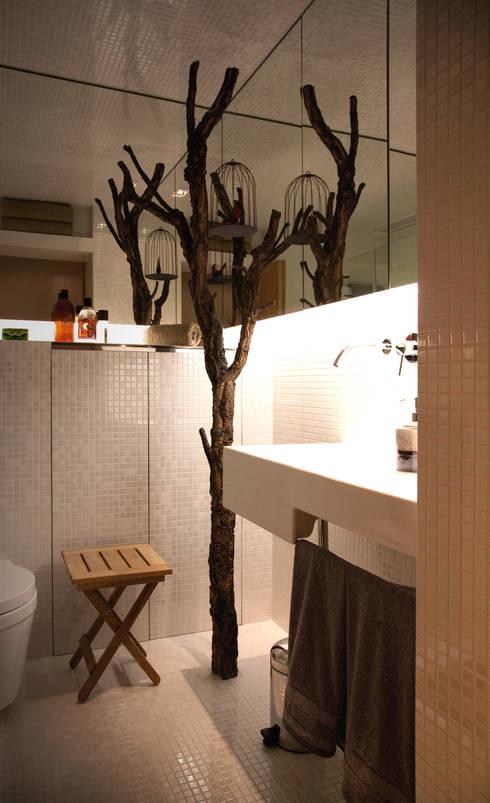 Closet House: Casas de banho modernas por Consexto